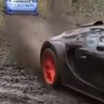 Sír a szívünk: szuperdrága ritka sportkocsikkal csapatnak az erdőben - videó