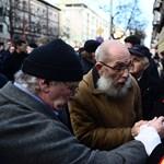 Fotók: Dulakodás miatt elmaradt az antiszemita politikus szobrának avatása