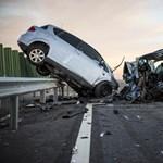Fotók a súlyos, két sofőr halálával járó balesetről