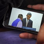 Rogán és a smartphone: okos politikusok is kellenek