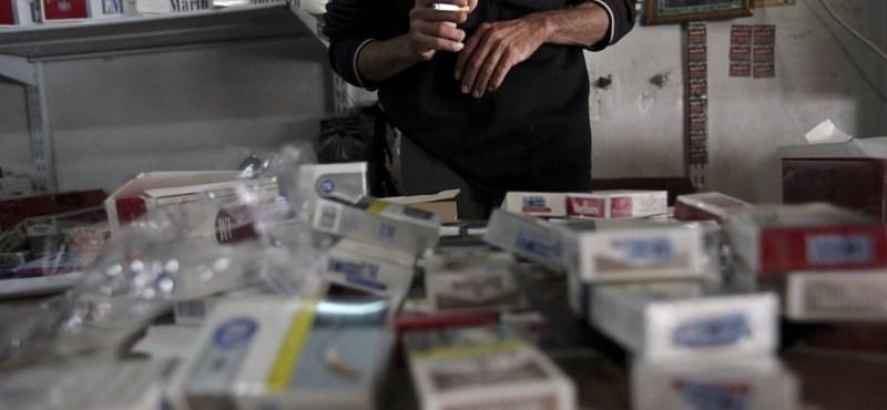 Határőrök csempésztek 925 karton cigarettát