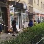 Késsel raboltak ki egy belvárosi boltot Pécsen