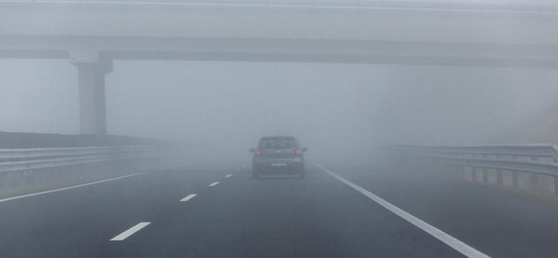 Sűrű köd miatt adtak ki figyelmeztetést a fél országra