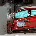 Mennyire biztonságos egy elektromos autó? Videókon mutatjuk