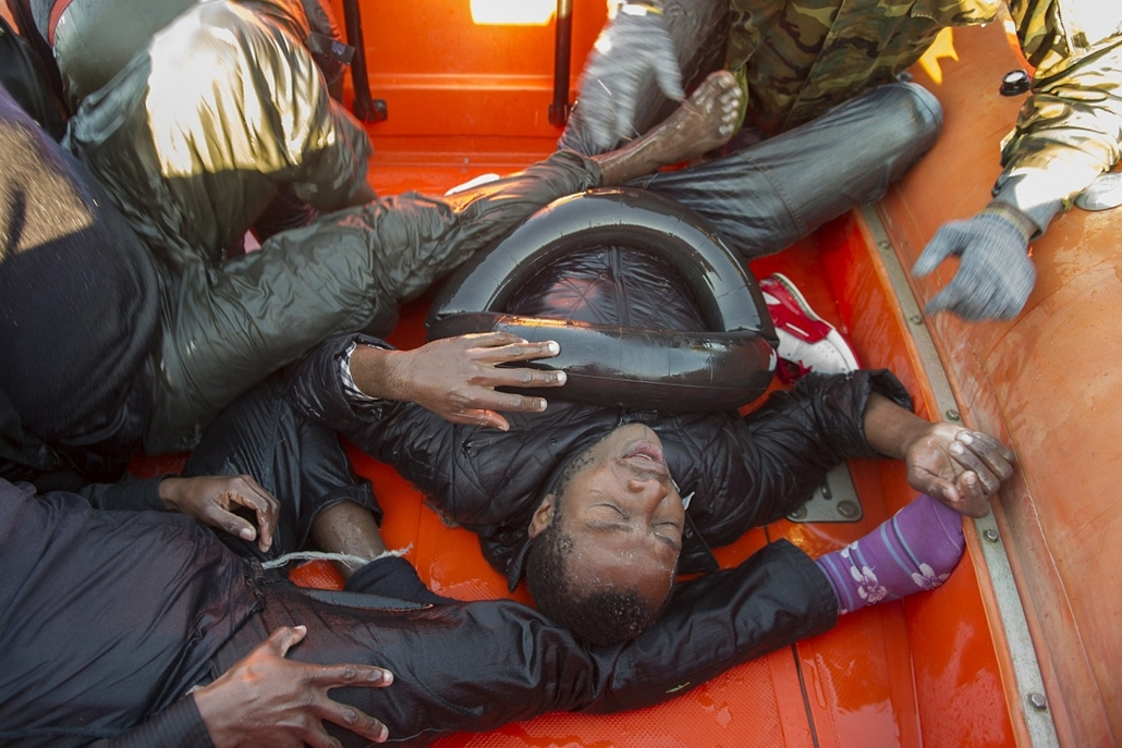 afp. hajóval érkező menekültek, migránsok, - 2012.12.03. Would-be immigrants board a boat of the Spanish emergency services after being rescued in the Strait of Gibraltar, on December 3, 2012. Spanish emergency services and the Moroccan navy intercepted f