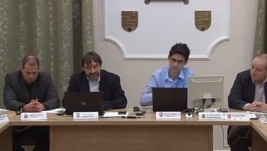 Felfüggesztette párttagságát három gödi DK-s