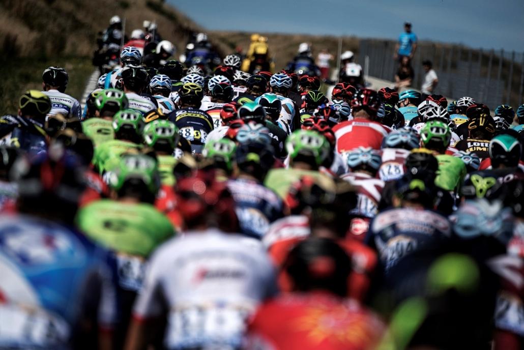 afp.17.07.15. - Versenyzők a tizennegyedik, 180,5 kilométeres szakaszon Blagnac és Rodez között július 15-én. - Tour de France 2017