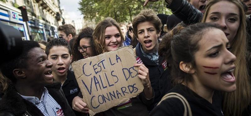 Képek: több ezer francia középiskolás tiltakozott két külföldi diák kitoloncolása ellen
