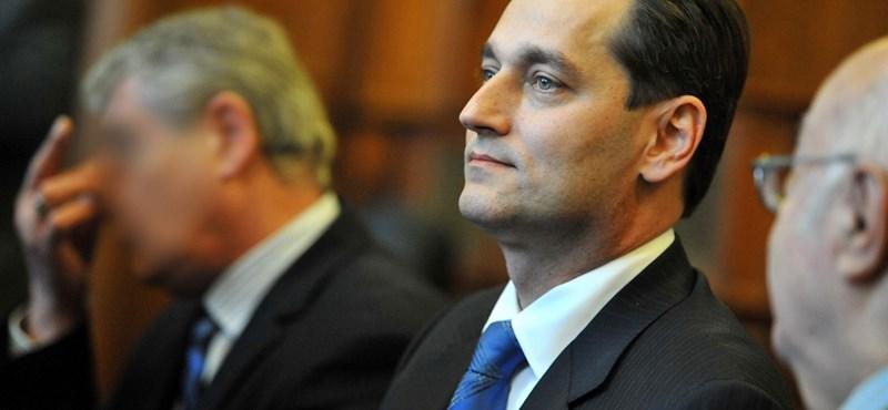 Letöltendőt kért Hunvaldra az ügyész