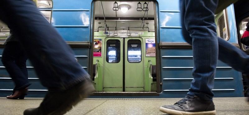 Utasokat oktatott ki a tömött 3-as metró vezetője?