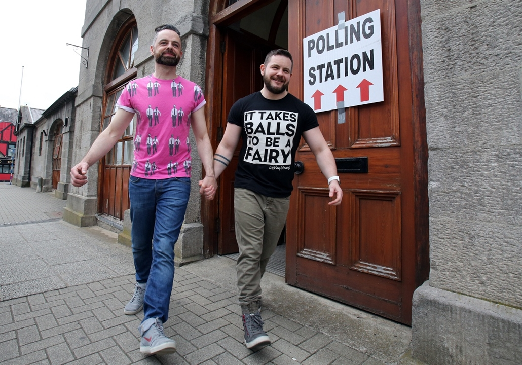 afp.15.05.23. - Dublin, Írország: szavazás a melegházasságról - meleg, homoszexuális, homoszexualitás, szavazás, 7képei, évképei
