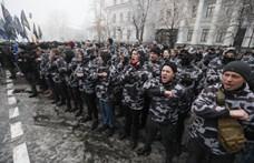 Az ukrán elnök szerint a plüssmalacos dobálózók a választást akarják meghiúsítani