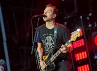 Rákos a Blink-182 zenésze