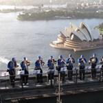 Koncert szédítő magasságban: 134 méteren ünnepelték a 80 éves Harbour hidat