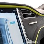 Mindig kritizálják a Teslát, hogy igénytelenek belülről az autói – lehet tenni ellene