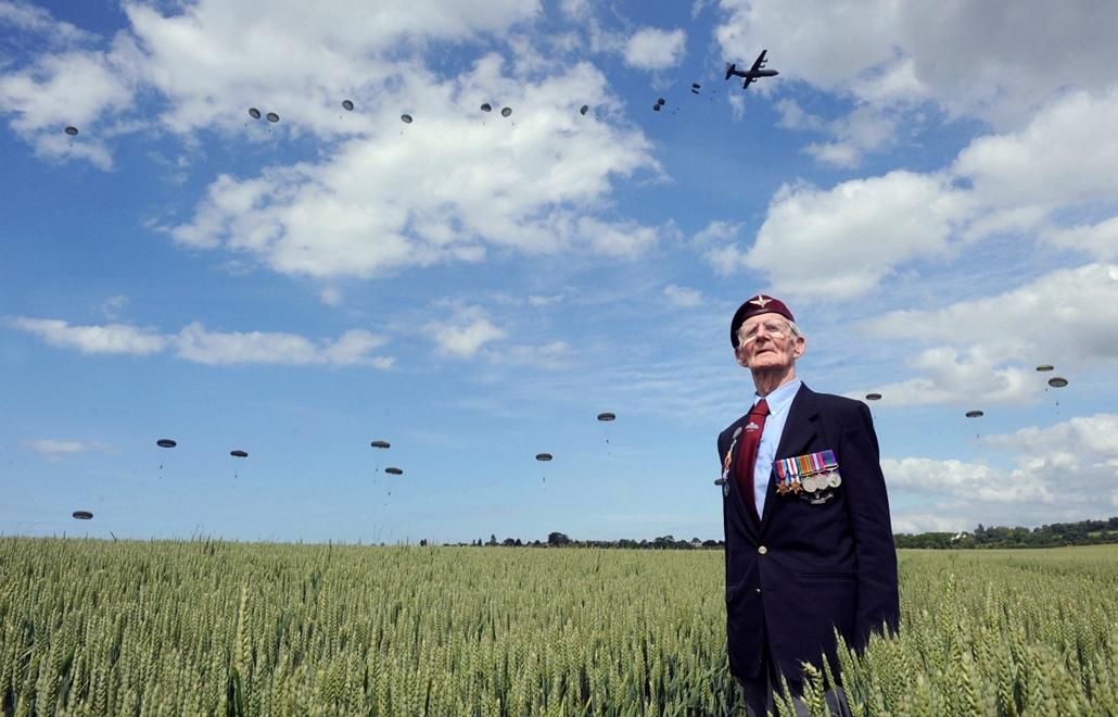 afp.14.06.05. - Ranville, Franciaország: a brit veterán, Frederick Glover a D-nap évfordulóján - 7képei nagyítás, D-nap, normandiai partraszállás