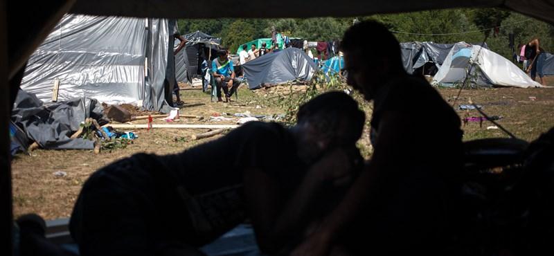Egyetlen rendelettel megszüntetnék az összes menekültellátó intézményt