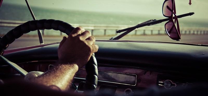 Ezt feltétlen kérje az új autójába – Hogyan működik a sávtartó automatika?