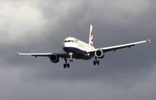 Leszállítottak 18 brit férfit egy izraeli repülőről, mert az egyikük bombával fenyegetőzött
