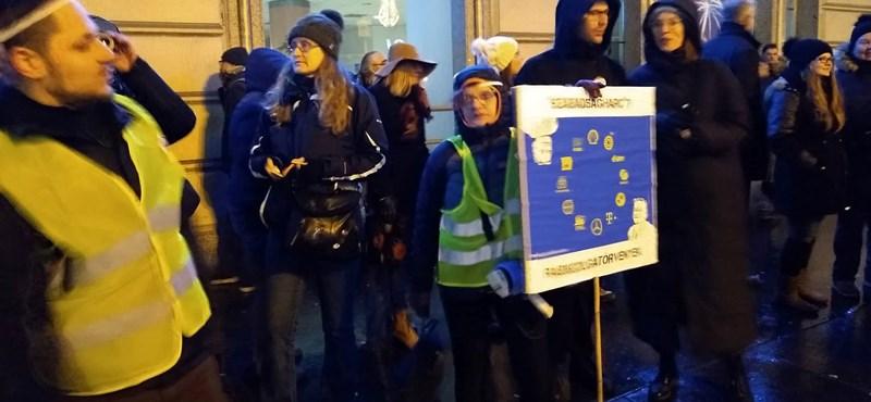 Az Európai Bizottsághoz fordulnak a szakszervezetek a túlóratörvény miatt