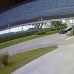 Zuhanó repülőgéppel ütközött egy autó Floridában – videó