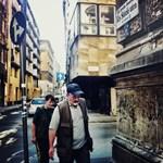 Budapest utcafotó: amikor betör a napfény a nyolckerbe