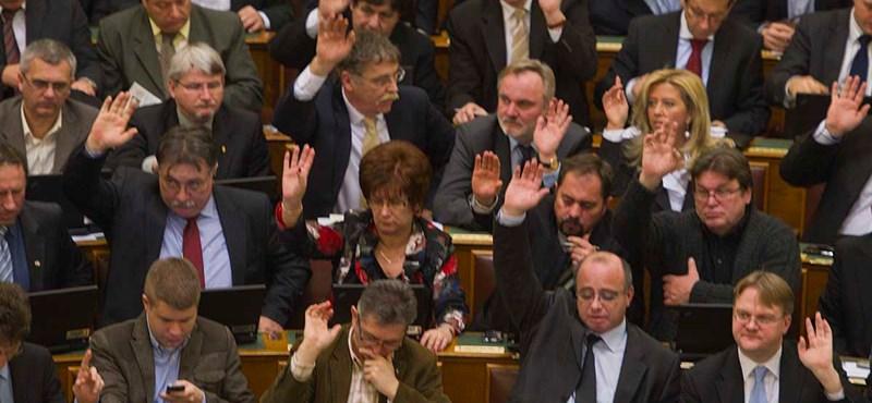 Orbán: vannak, akik szégyellik a magyar embereket - percről percre a Parlamentből