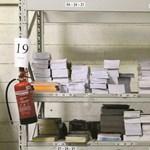 Közmunkásokkal pakoltatják a tankönyveket