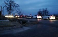 Tüntetők okoztak kilométeres dugót Pécsett hétfő reggel