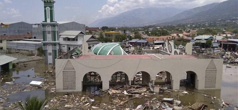 A hivatalos adatok szerint már 800 felett van az indonéziai földrengés halálos áldozatainak száma
