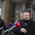 Átadták a szakszervezetek az Orbánnak címzett petíciójukat – videó