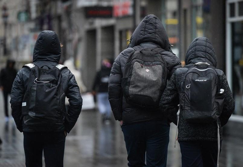 Jól alakul a járvány, a szülők kaptak oltást és a gyerekek is szétestek már - ezek is érvek az iskolába engedés mellett