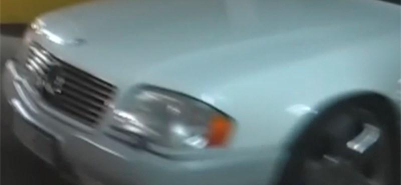 Videó: több százmilliós autógyűjtemény egy pesti pláza alatt