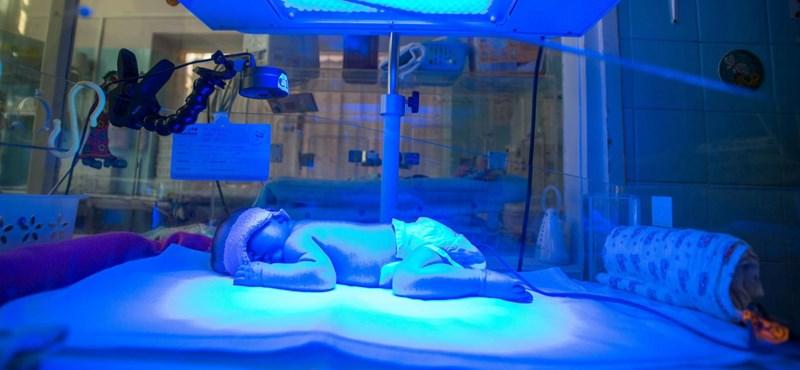 Egészséges újszülöttet hagytak a kecskeméti kórház babamentő inkubátorában