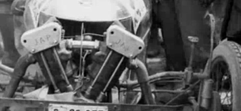 Régi filmhíradó: ilyen volt 90 éve egy magyar autóverseny