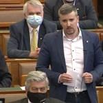 """""""Önökből kijönne a komplett magyar börtönválogatott"""" – mondta Jakab, aztán elvették tőle a szót a parlamentben"""
