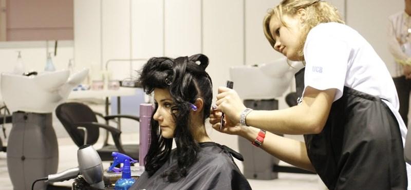 Újabb lista az OKJ-s képzésekről: ezek a szakmák maradnak meg a szolgáltatószektorban