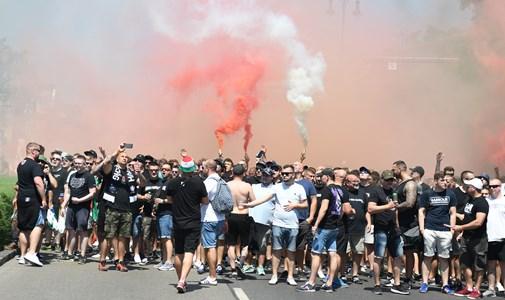 """Robban a petárda, zúg a """"Vesszen Trianon"""" a szurkolói menetben – a labdarúgó Eb kilencedik napja percről percre"""