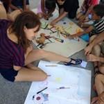 Nem engedik az aszfaltra rajzolni a menekült gyerekeket