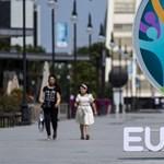 Koronavírus a spanyoloknál, térdelési botrány Budapesten – indul a Európa-bajnokság közvetítése a hvg.hu-n