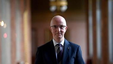 Megszavazta a parlament a Áder bírói múlt nélküli jelöltjét a Kúria elnökének