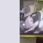 Videó: Az ütközés előtt dobta el a mobilt a villamosvezető