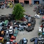 Autókereskedőknél razziázik a NAV