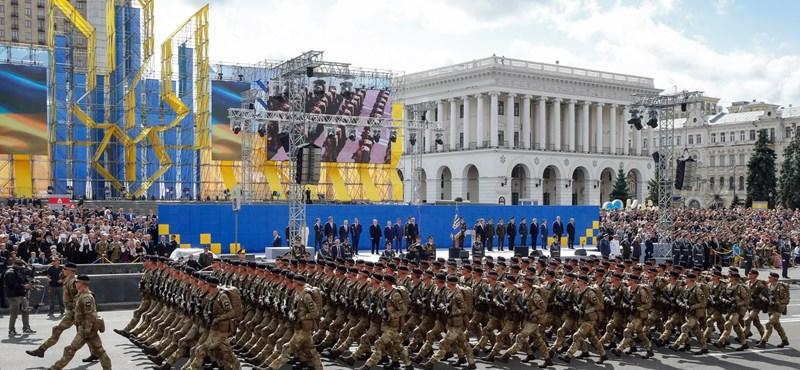 Robbanás történt a kijevi kormány épületénél