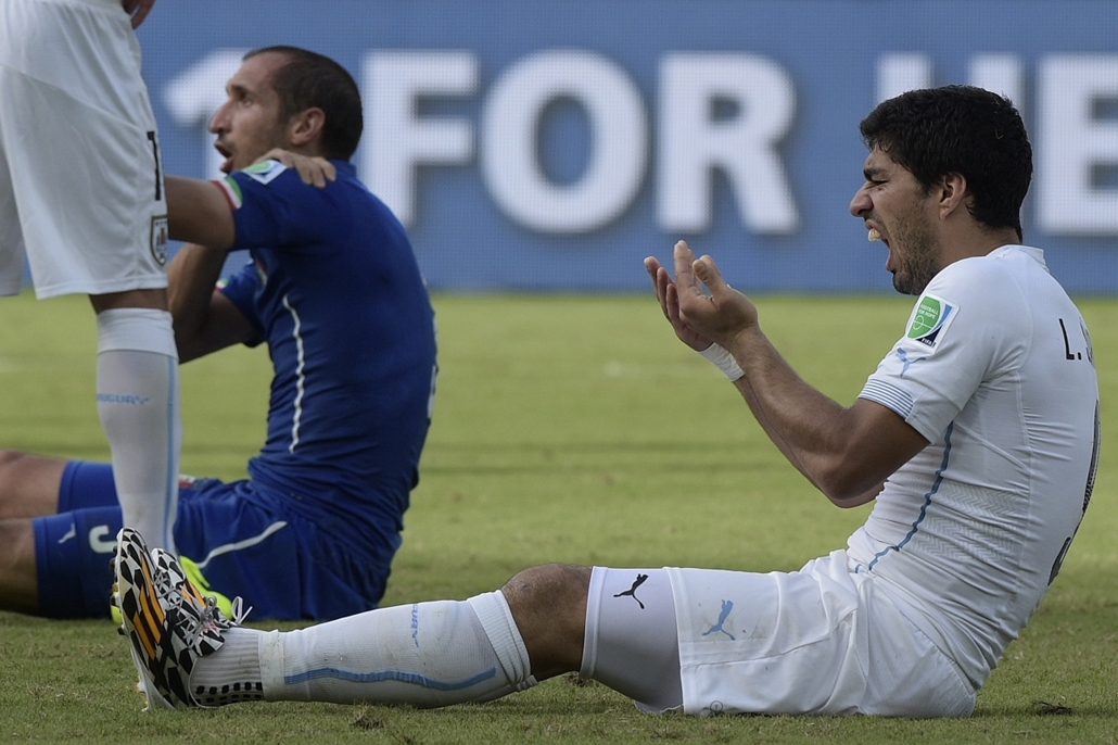 afp.14.06.24. - Natal, B.RAZ: 39.meccs - olasz-uruguay-olasz meccs - vb14meccs, foci-vb 2014, Luis Suarez, Giorgio Chiellini