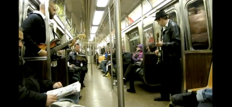A New York-i metróban tényleg bármi megtörténhet (videó)