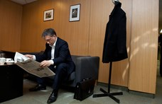 Megfejtették Orbán furcsa, hajlongós fotójának titkát