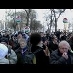 """""""Uralkodónak képzeli magát"""" – így fütyülték ki Orbánt – videó"""