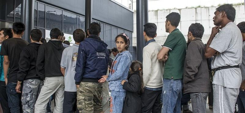 Orbán öngólja: a tranzitzóna óta nő a menekültek száma, és meg sem állítható