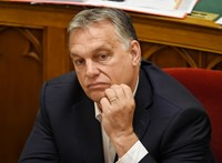 Orbán elbeszélget minisztereivel